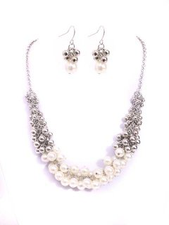 10655A THIS BEAUTIFUL NECKLACE IS MADE UP OF PEARL AND BEADS WITH A MATCHING PAIR OF EARRINGS Please Click the image for more information.