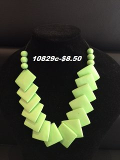 10829C GREEN WOODEN SQUARE TAPERED NECKLACE Please Click the image for more information.