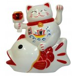 Maneki Neko/ Waving Cat sitting on Arowana Fish statue Maneki Neko Waving Cat sitting on Arrowana Fish statue red and white batteries not included H  135mm x W  125mm Please Click the image for more information.